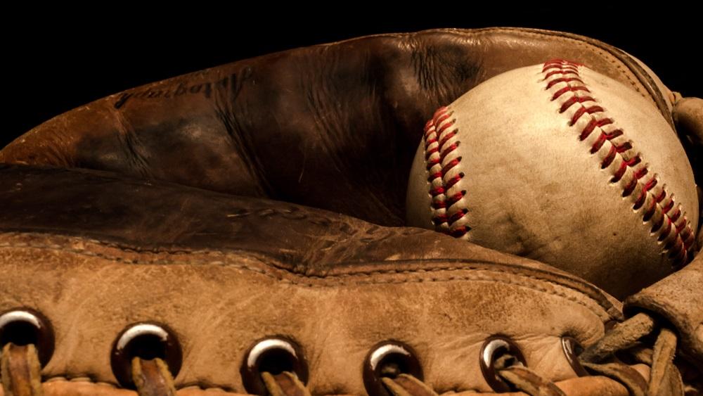 Baseball-glove-flickr-snapmann-2