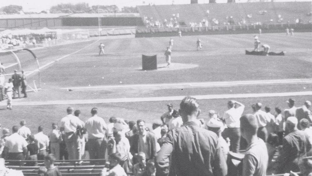 Milwaukee-county-stadium-wikimedia-robert-jahnke-2
